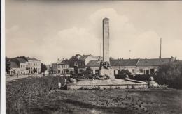 AK - SAHY - Ortsteilansicht Mit Denkmal 1958 - Slowakei