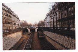 Ligne D'Auteuil PHOTO Train Banlieue SNCF Vue Du Pont Rennequin Côté Péreire Wagons Plats Chargés Le 3/01/1985 VOIR DOS - Trains