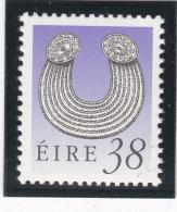 Ireland 1990-95 MNH Scott #784 38p Gleninsheen Collar Art Treasures - 1949-... République D'Irlande