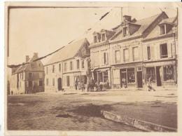 02- Vic Sur Aisne  Place De L Hotel De Ville - Lieux