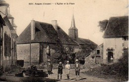 23 AUGES  L'Eglise Et La Place - Francia
