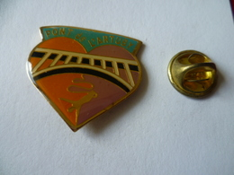 PIN'S   SAUT ELASTIQUE PONT DE L'ARTUBY  COEUR  HEART - Badges