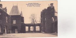 CPA - Auvergne Pittoresque - Vallée De La Couze Pavin - ST CIRGUES Sur COUZE - Le Château, Cour Intérieure - France