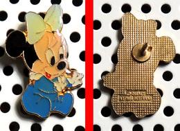 1 Pin's Disney Série Des Babies : Minnie En Babygros Bleu Arthus Bertrand - Disney