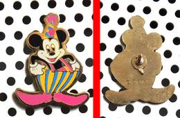1 Pin's Disney Mickey Fait Le Clown - Disney
