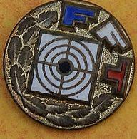 DD 24....  ECUSSON DE CLUB DE TIR.... .  ....F F T... - Badges