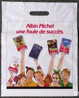 SAC ALBIN MICHEL ÉDITEUR PLASTIQUE PUBLICITAIRE 34X42cm SACCUPLASTIKOPHILE COLLECTIONNEUR PUBLICITÉ - SITE Serbon63 - Livres, BD, Revues