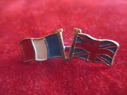 Insigne à épingle/ Drapeaux  Français Et Anglais  Croisés/ Laiton Embouti  Cloisonné Et Peint/ 1914-1918     MED205 - Francia