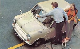 Austin Mini Mk II Super Deluxe     -  CPM - Voitures De Tourisme
