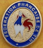 DD 33....  ECUSSON DE CLUB DE TIR.... .....FEDERATION FRANCAISE DE TIR      COQ TRICOLORE...BLEU BLANC ROUGE - Badges