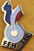 DD 36....  ECUSSON DE CLUB DE TIR.... ...F F H....TIR....      COQ TRICOLORE...BLEU BLANC ROUGE - Badges