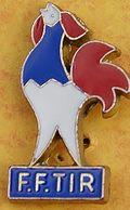 DD 39....  ECUSSON DE CLUB DE TIR.... ...FEDERATION FRANCAISE DE TIR..      COQ TRICOLORE...BLEU BLANC ROUGE - Badges