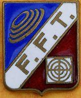 DD 42....  ECUSSON DE CLUB DE TIR.... ..F F T ................FEDERATION  FRANCAISE  DE  TIR - Badges