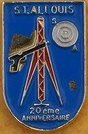 DD 46....  ECUSSON DE CLUB DE TIR.... .. SI....ALLOUIS.....................département Du Cher, - Badges