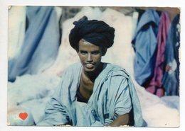 36669-ZE-L'AFRIQUE EN COULEURS-Marchand Maure Au Milieu De Ses Tissus - Postcards