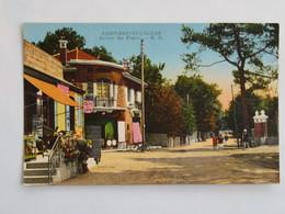 C.P.A. Colorée : 44 SAINT-BREVIN L'OCEAN : Avenue Des Chalets, Café Du Centre, Animé - Saint-Brevin-l'Océan