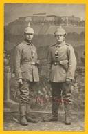 Bitche Moselle : Carte Photo 2 Soldats Allemands Inft. Regt. Nr.166 En Pose Studio Photo Avec Vue Citadelle Guerre 14-18 - Bitche