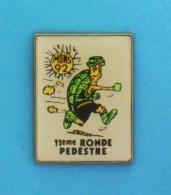 1 PIN'S //    ** MONS / 92 ** 11ème RONDE PÉDESTRE ** GARD / CÉVENNES ** - Badges