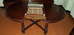 Meuble Style Ancien Table Ronde , Ovale Avec La Rallonge Mise , Incorporée Sous Le Plateau , Visible A Levroux 36 Indre - Furniture