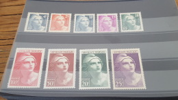 LOT 400997 TIMBRE DE FRANCE NEUF**/* N°725 A 733 - Unused Stamps
