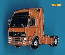 1 PIN'S  //    ** VOLVO / FH12 ** - Transportation