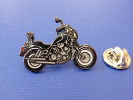 Pin's Moto Chopper Suzuki Yamaha (JF47) - Motorbikes