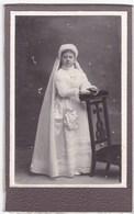 Ancienne Photo Portrait Format CDV Fille Communion (P. Martin, Chateaubriant) - Persone Anonimi