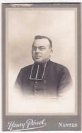 Ancienne Photo Portrait Format CDV Homme D'Eglise (Henry Penot, Nantes) - Persone Anonimi