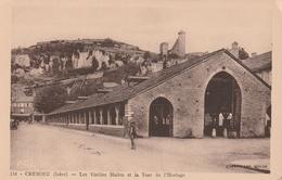 Carte Postale Ancienne De L'Isère - Crémieu - Les Vieilles Halles Et La Tour De L'Horloge - Crémieu
