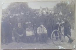 GROUPE DE MILITAIRES DU 4  Regiment  D Artillerie  Territoriale  ?   R A T  Guerre  1914  Militaire  -Etafette  A  Velo - Régiments
