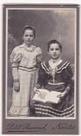 Ancienne Photo Portrait Format CDV Deux Jeunes Filles En Robe (Petit Renaud, Nantes) - Persone Anonimi