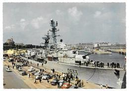 """Cpsm: 35 SAINT MALO - Bateau De Guerre Devant Les Quais (Escorteur D'escadre """"Duperre"""", Simca Ariane, Aronde)  N° 7769 - Saint Malo"""