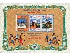 Ref. 54340 * MNH * - BANGLADESH. 1979. CHILDREN'S GAMES . JUEGOS INFANTILES - Fishes