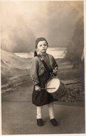 CPA CARTE PHOTO ENFANT EN COSTUME - Photographs