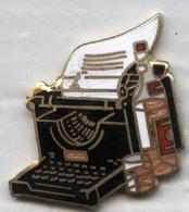 Pin's Démons Et Merveilles - Machine à écrire Alcool Whisky - Altri