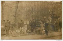 75011 - PARIS - Rare Carte Photo D'un Marche A La Brocante Ou A La Ferraille - Boulevard Richard Lenoir ? - District 11