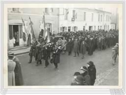 Photo D'un Defile Militaire Dans Une Rue De Haute Goulaine (44) En 1932 - War, Military