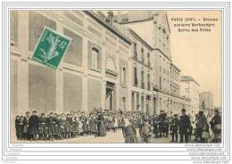 75019 - PARIS - Groupe Scolaire Rue Barbanegre - Sortie Des Filles (tres Animee) - Distrito: 19