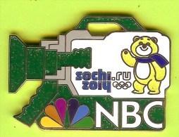 Pin's Médias NBC Camera Verte Jeux Olympiques Sochi 2014 Ours - #797 - Medias