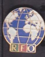 ILE DE La REUNION -  ANCIEN Pin's RFO - CHAINE LOCALE TELEVISION MEDIA - Medias