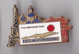 PIN'S THEME RALLYE AUTOMOBILE PARIS MOSCOW  BEJING  SIGNE  ARTHUS BERTRAND - Rallye
