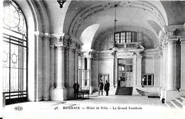 Roubaix. Le Grand Vestibule De L'hotel De Ville. - Roubaix