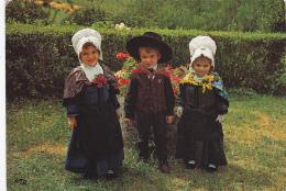 Folklore -- L'Auvergne Touristique -- Terradour Flouricat Aurillac -- Un Omenot Plan Gardat -- Un Petit Homme Bien Gardé - Costumes