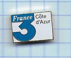 Pin's Pins / Beau  FRANCE Télévision Côte D Azur Estampillé Dos BAUDINO - Medias