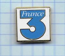 Pin's Pins / Beau  FRANCE Télévision FR3 Estampillé Dos Arthus Bertrand ( Coloration Noire Autour Du Clou ) - Arthus Bertrand