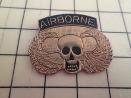 413d Pin's Pins / Rare Et Beau THEME MILITARIA / PARAS PARACHUTISTES AIRBORNE TETE DE MORT AVEC AILES - Army