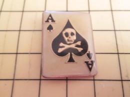 413d Pin's Pins / Rare Et Beau THEME MILITARIA / APOCALYPSE NOW AS DE PIQUE AVEC TETE DE MORT - Army