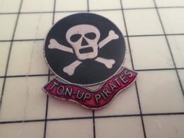 413e Pin's Pins / Rare Et Beau THEME MOTOS / PIn'S DE BIKER TETE DE MORT TON-UP PIRATES - Motorbikes