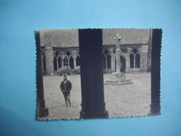 PHOTOGRAPHIE  TREGUIER   -  22  - Le Cloître  -  8,5  X 12  Cms - 1955 -  Côtes D'Armor - Tréguier