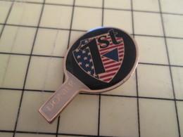 Pin1016c : Pin's Pins / RARE & BELLE QUALITE / THEME : SPORTS / DONER RAQUETTE TENNIS DE TABLE PING PONG - Table Tennis